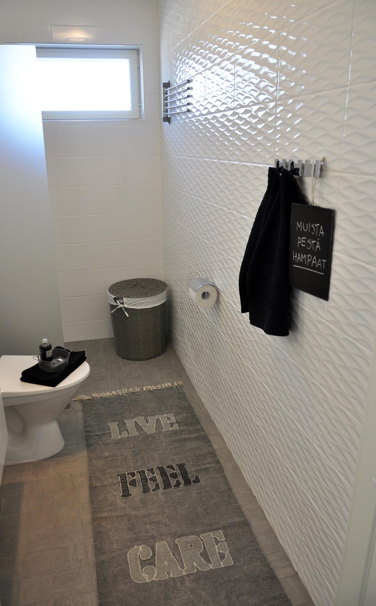 YK WC